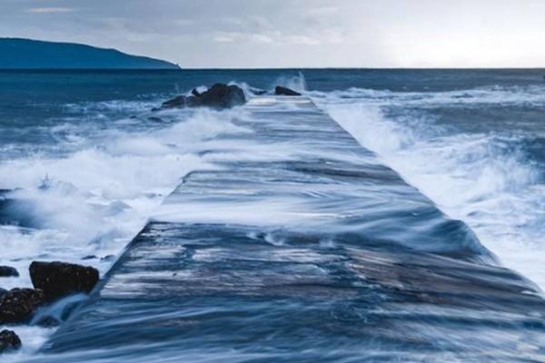Τα κύματα της Καλαμάτας «μαγεύουν» στο Instagram