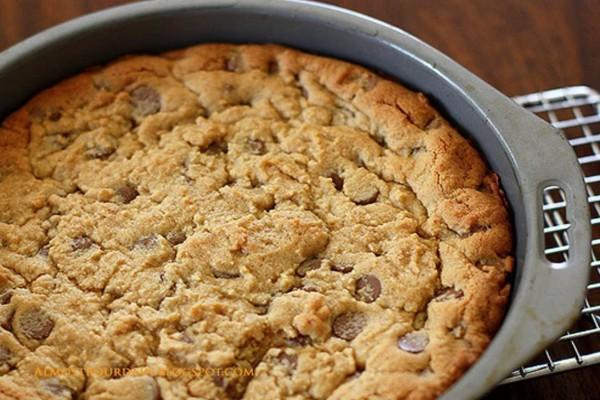 Θα ξετρελαθείτε! Κέικ με κομματάκια σοκολάτας σαν μπισκότο!