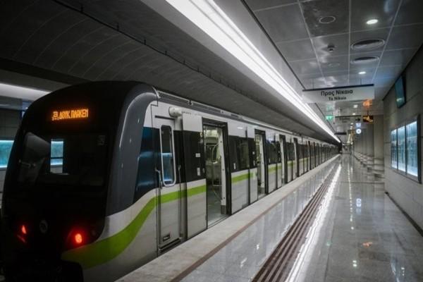 Πρωτοχρονιά: Κατεβάζουν τα ρολά στους σταθμούς του μετρό στο κέντρο της Αθήνας