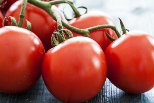 Διατηρήστε τις ντομάτες σας φρέσκες με αυτό το πανέξυπνο κόλπο