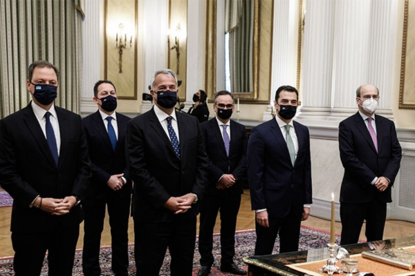 Ανασχηματισμός: Ορκίστηκαν οι νέοι υπουργοί της κυβέρνησης (Video)