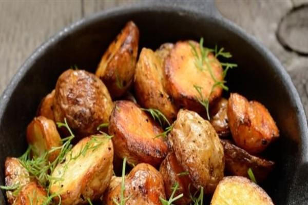 Έτσι θα φτιάξεις τις πιο κρεμώδεις πατάτες φούρνου - Λιώνουν στο στόμα (Video)