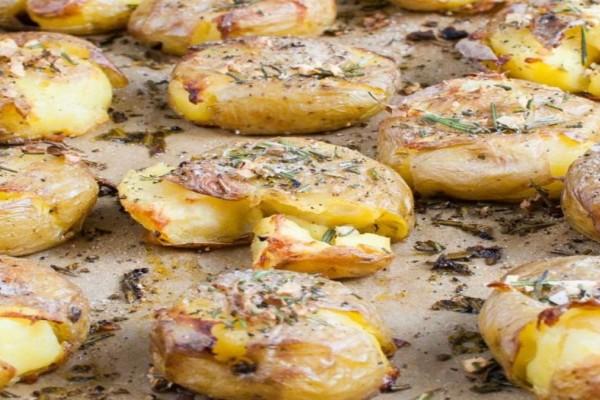 Λαχταριστές πατάτες φούρνου τσακιστές