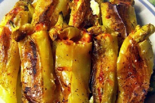 Πιπεριές γεμιστές με φέτα και ντομάτα - Θα σας τρέχουν τα σάλια!