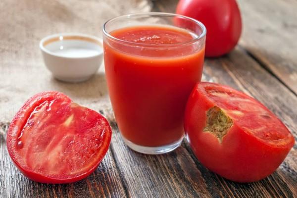 Σπυράκια ακμής: Εξαφανίστε τα με τη βοήθεια της ντομάτας
