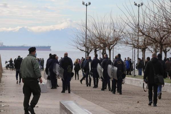 Θεσσαλονίκη: Συνελήφθη γυναίκα που πραγματοποιήσε παράνομη συγκέντρωση στη Νέα Παραλία