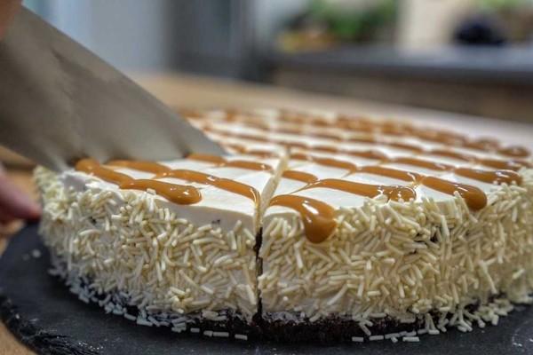 Πεντανόστιμη τούρτα καραμέλα... στο τσακ μπαμ με ζαχαρούχο γάλα