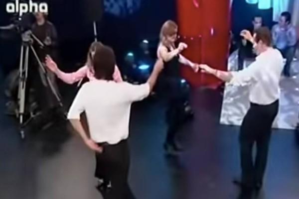 Παλιό… ορθόδοξο τσιφτετέλι: Κορυφαίος τραγουδιστής κάνει όλο το πλατό… να χορεύει στους ρυθμούς του