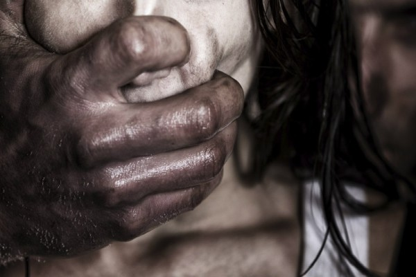 Κόλαση για 33χρονη στην Καλαμάτα: Την βίαζε ο άνδρας της επί 13 χρόνια!