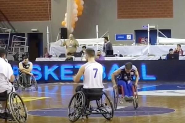 Μεγαλείο ψυχής: Χορεύει στο αναπηρικό του αμαξίδιο το πιο συγκινητικό ζεϊμπέκικο