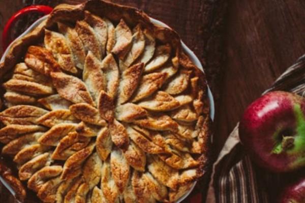 Θεσπέσια μηλόπιτα με κανέλα χωρίς βούτυρο και χωρίς αυγά
