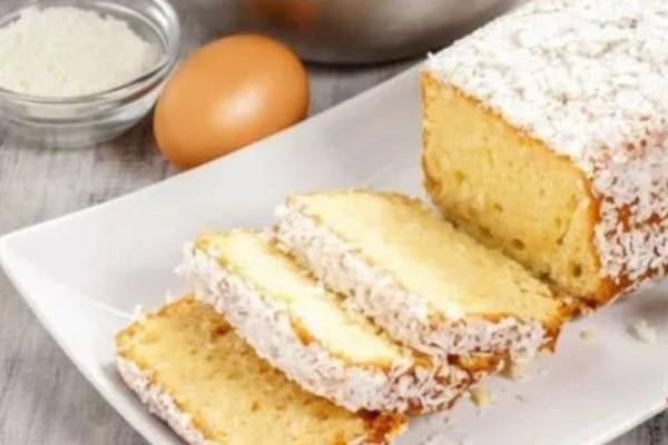Εύκολο και αφράτο κέικ καρύδας με μαρμελάδα και 2 αυγά - Δεν χρειάζεται μίξερ