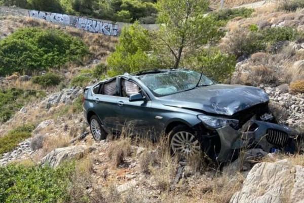 Συναγερμός στην Κερατέα: Αυτοκίνητο έπεσε σε γκρεμό 70 μέτρων