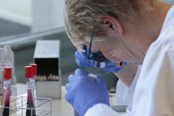 Κορωνοϊός: Συναγερμός από τους επιστήμονες για την βρετανική μετάλλαξη του ιού - Νέα αύξηση σε μικρότερες ηλικίες
