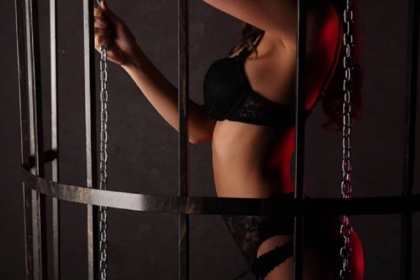 Σάλος στις φυλακές: Δικηγόρος γυρνούσε ερασιτεχνικό πορνό με τις φυλακισμένες πελάτισσές του