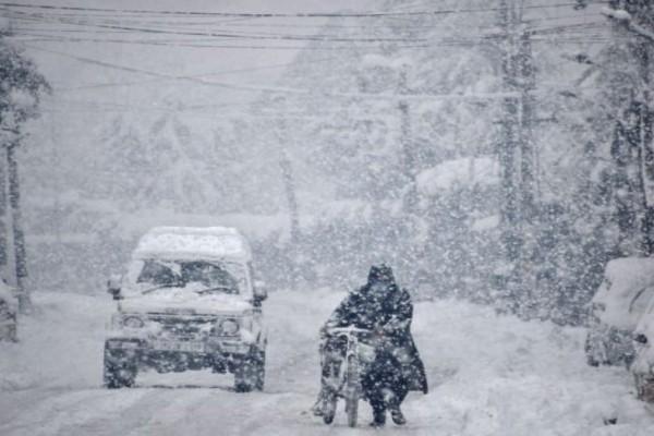 Έκτακτο δελτίο καιρού: Πυκνές χιονοπτώσεις στην Αττική - «Βουτιά» έως και 18 βαθμών στη θερμοκρασία