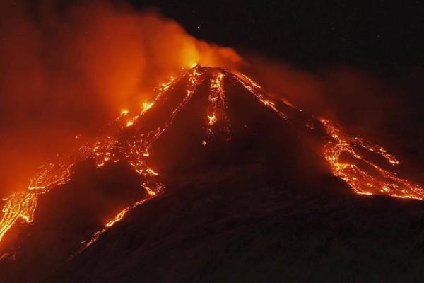 Συναγερμός στην Ιταλία: Έκρηξη κρατήρα στην Αίτνα