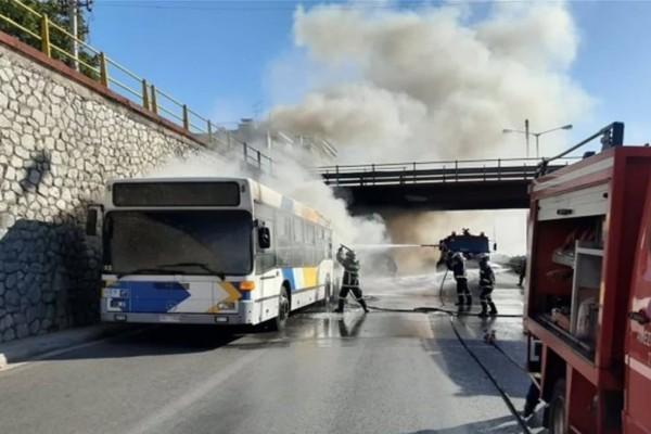 Συναγερμός στην Πυροσβεστική: Φωτιά ξέσπασε σε λεωφορείο στην Αθηνών - Λαμίας