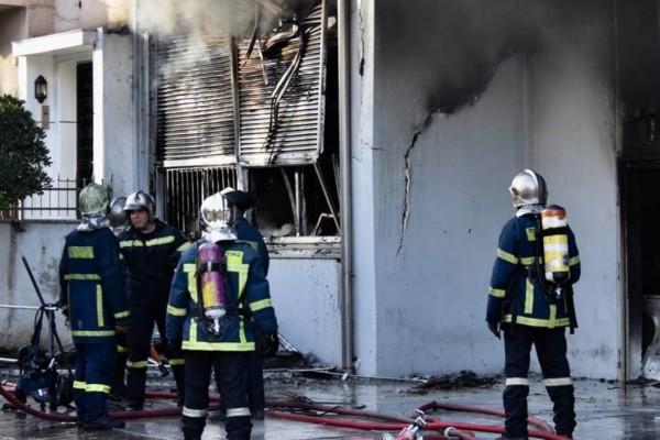 Συναγερμός στο Περιστέρι: Ξέσπασε μεγάλη φωτιά σε φανοποιείο