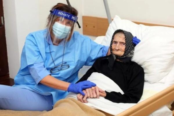 Σούπερ γιαγιά 99 χρονών νίκησε τον κορωνοϊό μετά από 3 εβδομάδες νοσηλείας