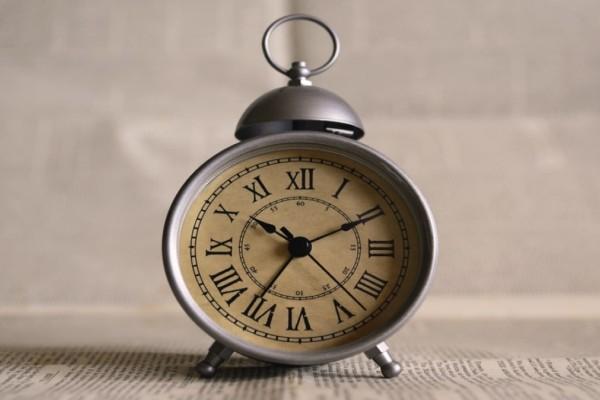 Αλλαγή ώρας 2021: Τον Μάρτιο γυρνάμε τους δείκτες των ρολογιών μας μια ώρα μπροστά