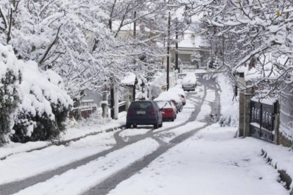 Έλληνες συνωμοσιολόγοι αμφισβητούν ότι χιόνισε στην... Αθήνα!