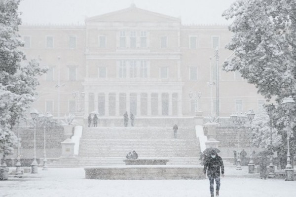Κακοκαιρία «Μήδεια»: Χιονιά 40ετίας έφερε στην Αττική - Χιόνιζε επί 36 ώρες!