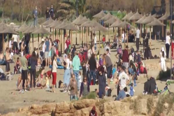Κορωνοϊός-lockdown: Τα μέτρα πήγαν...περίπατο! Άδειασε το κέντρο της Αθήνας- Γέμισαν οι παραλίες (Video)