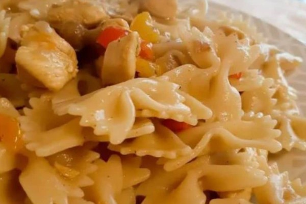 Μακαρόνια με κοτόπουλο και σάλτσα κάρυ