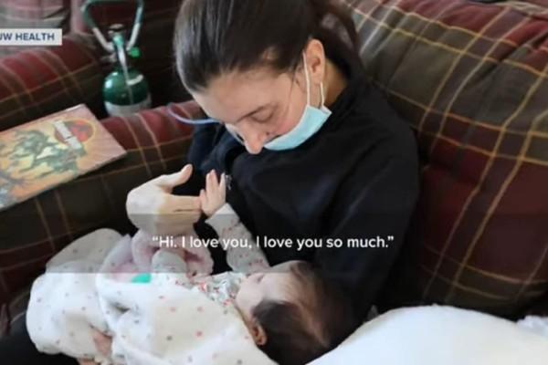 32χρονη μητέρα με κορωνοϊό γέννησε ενώ ήταν σε κώμα! «Τσακίζει» κόκαλα η στιγμή που παίρνει αγκαλιά το μωράκι της (Video)