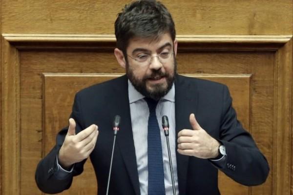 Συναγερμός στο ΣΥΡΙΖΑ: Θετικός στον κορωνοϊό ο Μιχάλης Καλογήρου