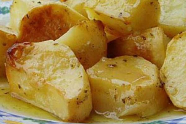 Το μυστικό των σεφ για να φτιάξετε τις πιο νόστιμες πατάτες φούρνου