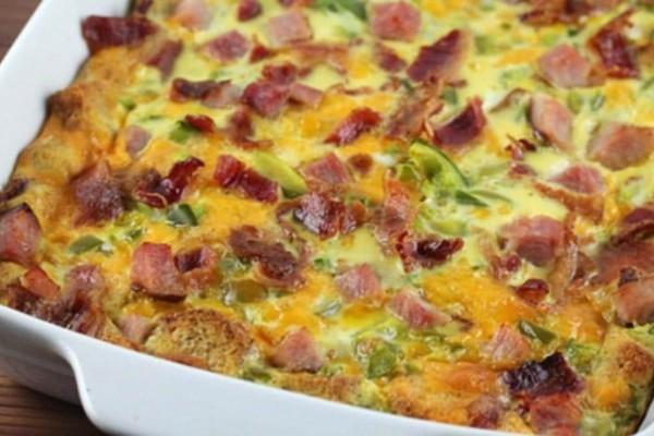 Γρήγορη και νόστιμη ομελέτα στο φούρνο σαν πίτσα, έτοιμη σε 5 λεπτά
