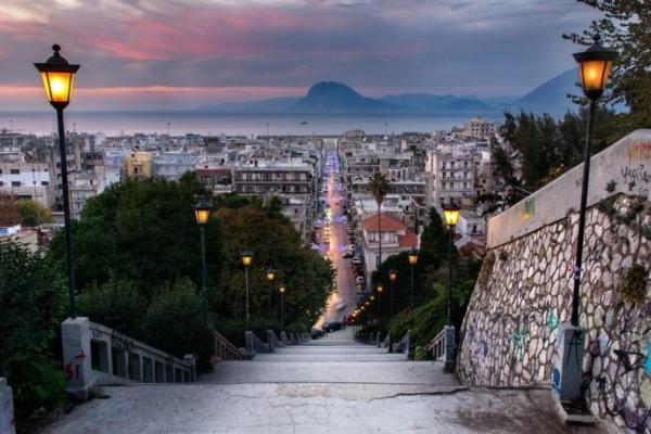 Η φωτογραφία της ημέρας: Περπατώντας στην Πάτρα!