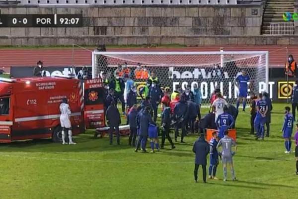 Φρίκη στην Πορτογαλία: Σοκαριστικός τραυματισμός ποδοσφαιριστή και είσοδος ασθενοφόρου στο γήπεδο