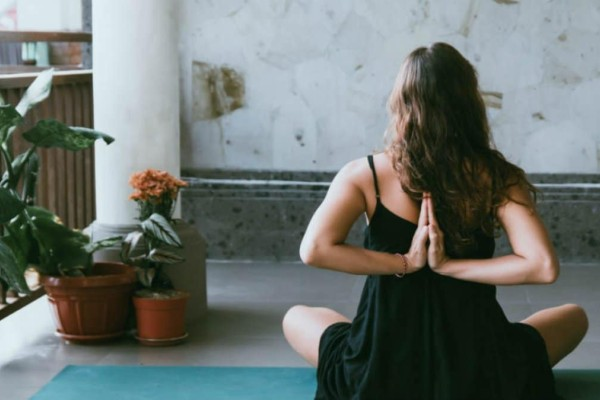 Rabbit yoga: Χαμός στο εξωτερικό με τη νέα τάση - Τι είναι (Video)