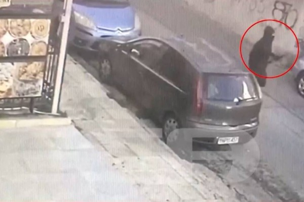 Φρίκη: Σοκάρει το βίντεο ντοκουμέντο από την επίθεση με τόξο σε σκύλο στην Πετρούπολη
