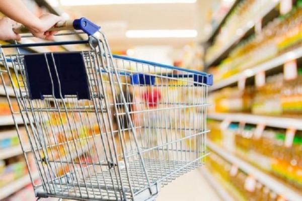 Χαμός σε σούπερ μάρκετ: Σέρνουν βίαιο πελάτη έξω από το μαγαζί - Ένας εργαζόμενος στο νοσοκομείο (video)