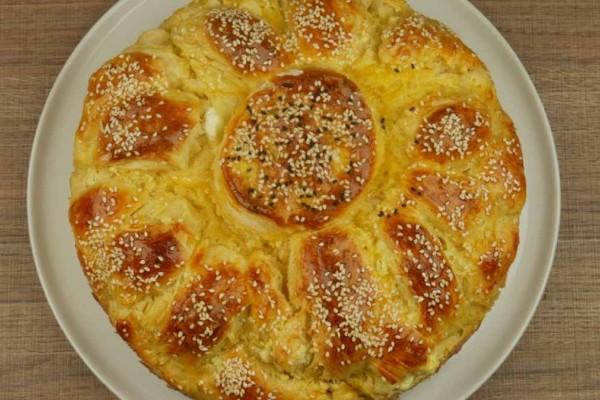 Ονειρεμένη τυρόπιτα με ζύμη γιαουρτιού