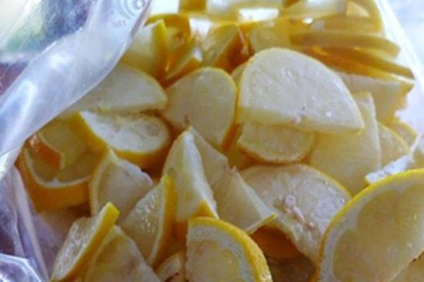 Έβαλε τα λεμόνια στην κατάψυξη με την φλούδα - Μόλις μάθετε το λόγο θα το κάνετε και εσείς