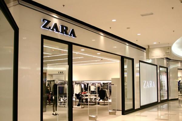 ZARA: Τζιν ολόσωμη φόρμα σε τιμή σοκ για μοναδικές εμφανίσεις