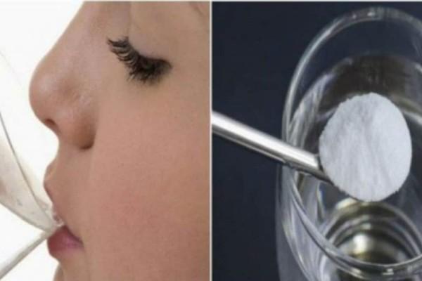 Έπινε 1 ποτήρι μαγειρική σόδα με νερό κάθε μέρα - 30 μέρες αργότερα το σώμα της ήταν αγνώριστο!