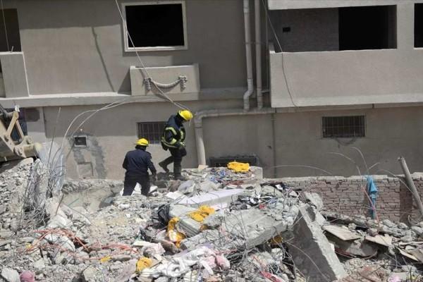 Στους 23 οι νεκροί από την κατάρρευση της πολυκατοικίας στο Κάιρο