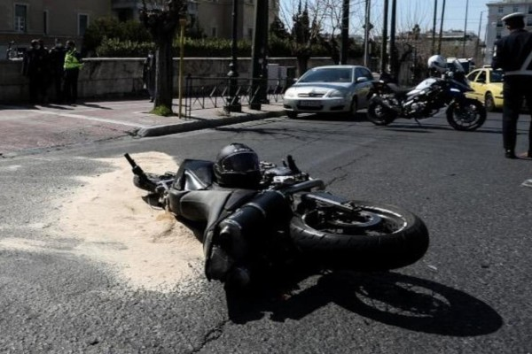 Τροχαίο έξω από τη Βουλή: Eγκεφαλικά νεκρός ο 23χρονος που χτυπήθηκε από το όχημα ασφαλείας της Ντόρας Μπακογιάννη
