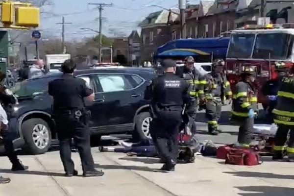 Πανικός στο Μπρούκλιν: Αυτοκίνητο έπεσε πάνω σε πεζούς (Video)