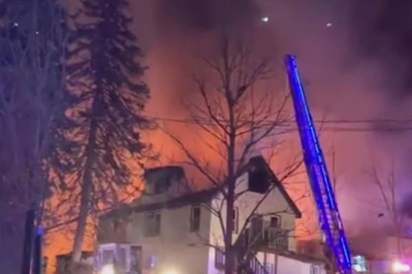 Κόλαση στη Νέα Υόρκη: Τεράστια πυρκαγιά σε οίκο ευγηρίας, φόβοι για εγκλωβισμένους