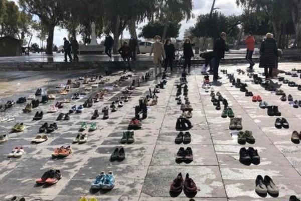 Ηράκλειο: Γιατί γέμισε με παπούτσια κεντρική πλατεία;