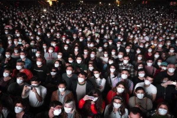 Ισπανία: 5.000 θεατές σε ροκ συναυλία - Με μάσκες, αρνητικό τεστ κορωνοϊού και χωρίς αποστάσεις (Video)