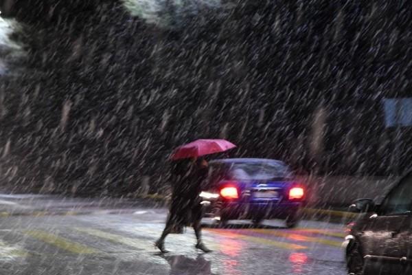Καιρός: Έκτακτη επιδείνωση μέσα στο Σαββατοκύριακο - Έρχονται καταιγίδες και χιόνια
