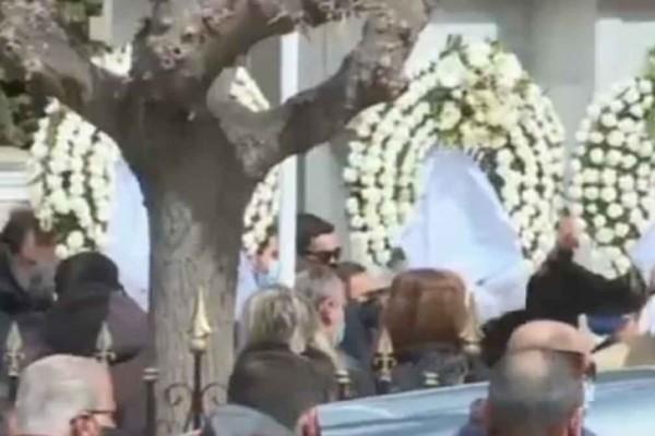Τροχαίο έξω από την Βουλή: Θλίψη και δάκρυα στην κηδεία του 23χρονου Ιάσονα
